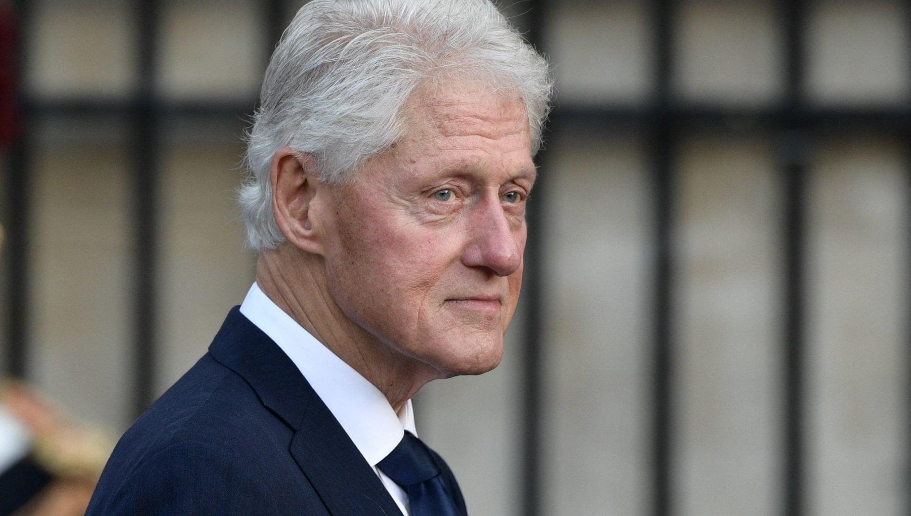 """034021187 4b2d78b5 98e3 41c9 a631 ade5a015b165 - Bill Clinton ricoverato in terapia intensiva per una sospetta infezione. Il portavoce: """"In via di guarigione"""""""
