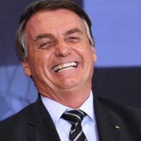 Brasile, le donne contro Bolsonaro per il no ad assorbenti e tamponi gratis per le ragazze...