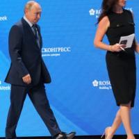 """""""Bella, ma non capisce"""", la gaffe sessista di Putin con la reporter Usa"""