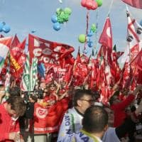 Bella Ciao e bandiere rosse con il popolo della sinistra sfila anche la nostalgia