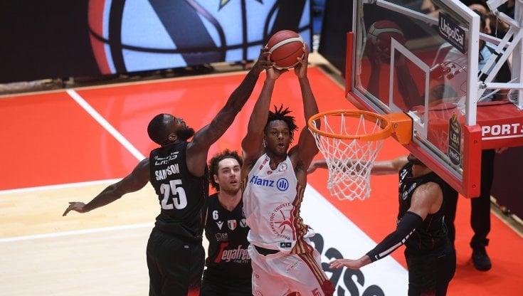 Basket, Serie A: la Virtus Bologna resta a punteggio pieno, vince anche Trento