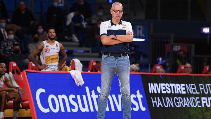 Basket, Aza Petrovic si dimette dalla guida di Pesaro