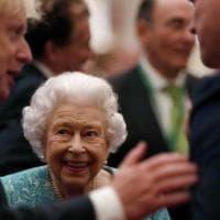 """Regno Unito, """"Vecchio è chi vecchio si sente"""": la Regina Elisabetta rifiuta un premio per..."""