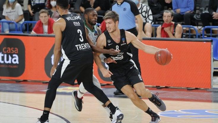 Basket, Eurocup: Trento travolto in casa da Badalona. Champions, Treviso domina ad Atene