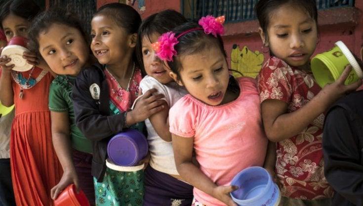 Sri Lanka,  la cattiva gestione delle terre continua a produrre affamati: bambini sotto i 5 anni denutriti accusano ritardi nella crescita.