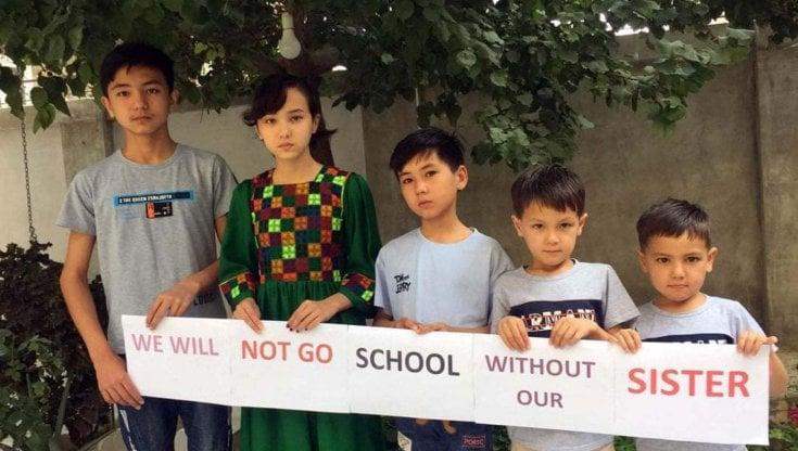 Afghanistan, i ragazzi solidali con le loro sorelle e compagne disertano le scuole fino a quando non le faranno tornare in classe