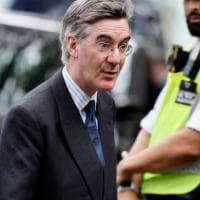 "Coronavirus, deputato inglese sotto accusa: ""Noi conservatori non indossiamo mascherine..."