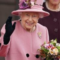 Gb, la regina Elisabetta ha trascorso la notte in ospedale