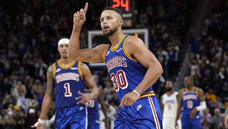 Basket Nba, lo show di Curry piega i Clippers. Miami travolge Milwaukee