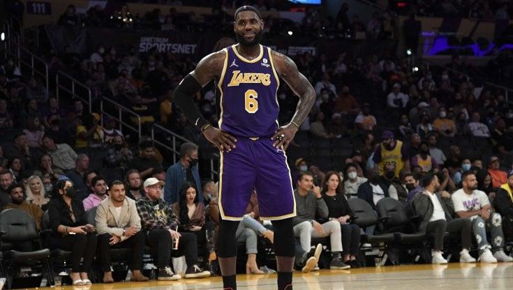 Nba, alta tensione Lakers: ancora un ko e rissa sfiorata tra Davis e Howard