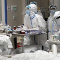 Covid, Iss: salgono i casi tra gli operatori sanitari: sono 371 in sette giorni. Costa:...