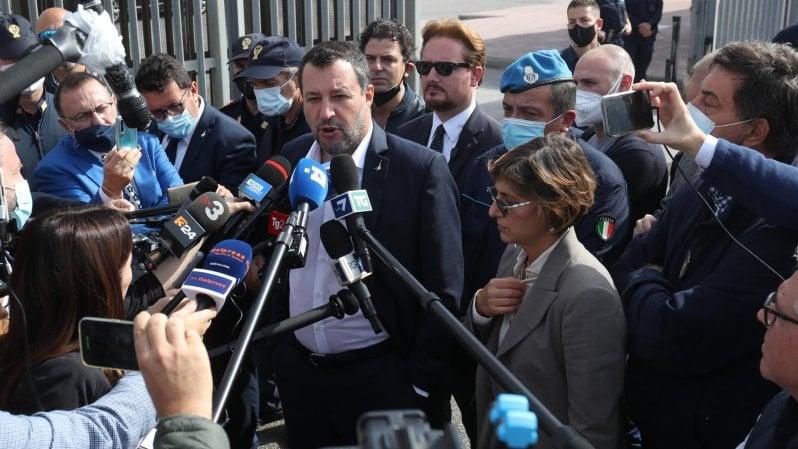 Open Arms, Salvini twitta in aula contro la sinistra. Le parti civili: Vogliamo giustizia. Il tribunale ammette la citazione di Richard Gere