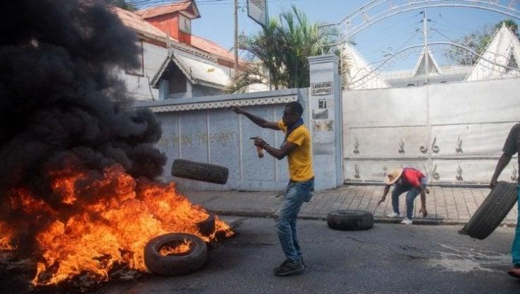 Haiti, oltre 100 donne e bambini rapiti nei primi otto mesi del 2021: più di 15.000 persone hanno lasciato le proprie case a causa delle violenze
