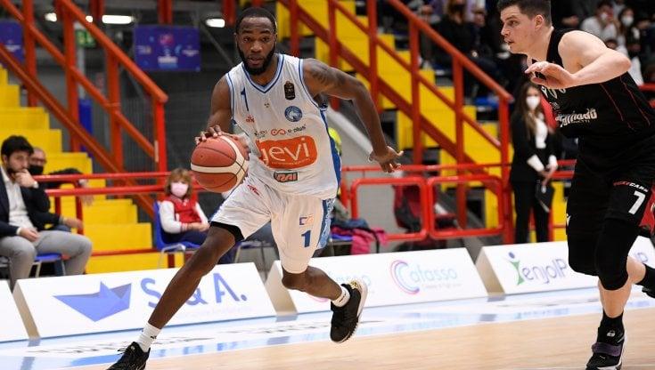 Basket, serie A: Napoli fa limpresa, battuta la Virtus Bologna 92-89