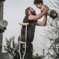 Padre e figlio senza arti, la foto vincitrice del Sipa 2021 simbolo del dramma siriano