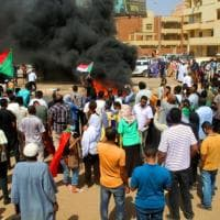 Sudan, i militari arrestano il premier e diversi ministri