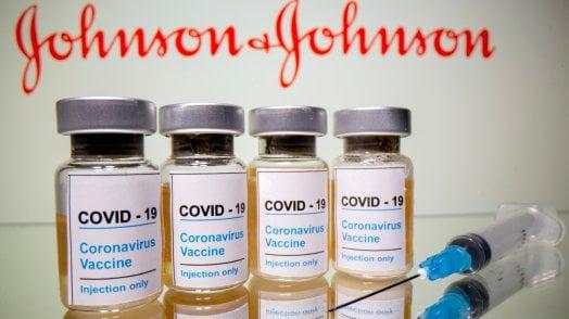 Vaccini, si corre ai ripari subito il richiamo per chi ha fatto J&J