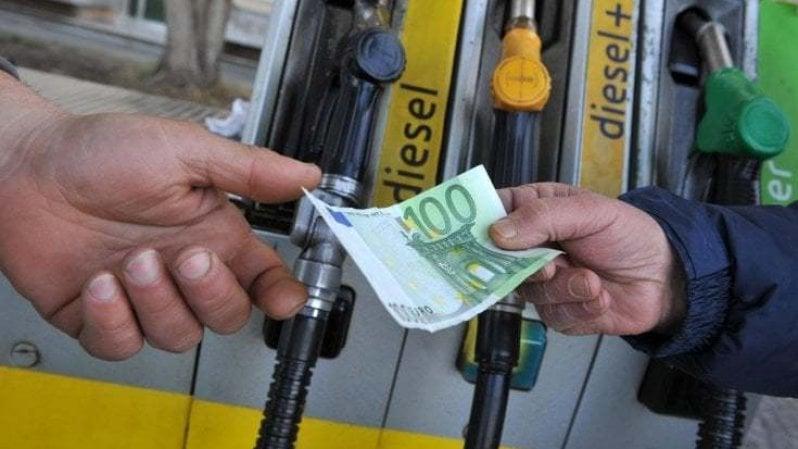 Carburanti, prezzi ancora in crescita. Gasolio sopra 1,6 euro, top dallottobre 2014