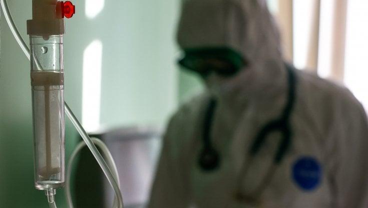Vaccini Covid, il dilemma degli anticorpi: corsa ai test sierologici in attesa del rinforzo. Crollano le prime dosi