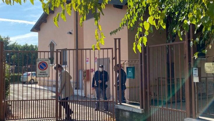 Verona, scagionano il marito e lei soffoca le figlie poi si dà alla fuga