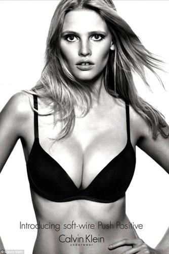 Lara Stone in lingerie: 1 a 0 contro l'anoressia