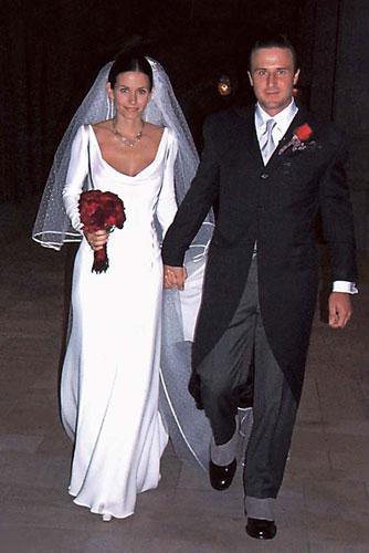 on sale 671db a42db Valentino disegna l'abito da sposa di Anne - D - la Repubblica