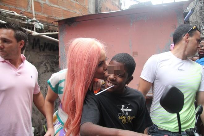 Baci e canzoni, Lady Gaga nella favela