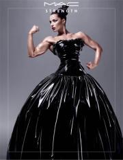 La bellezza mostra i muscoli