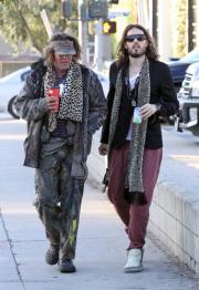 Russell e George il senzatetto: stesso look spesa diversa
