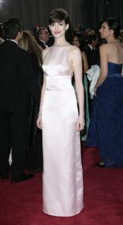 Hathaway si scusa con Valentino