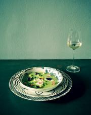 Passata di zucchine liguri e stracciatella con fiori eduli e croccante di pane