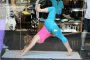 Ny, lezione di yoga in vetrina