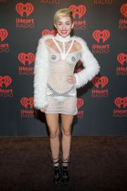 Qualcuno fermi Miley Cyrus