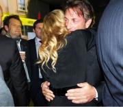 Madonna-Sean Penn: l'abbraccio