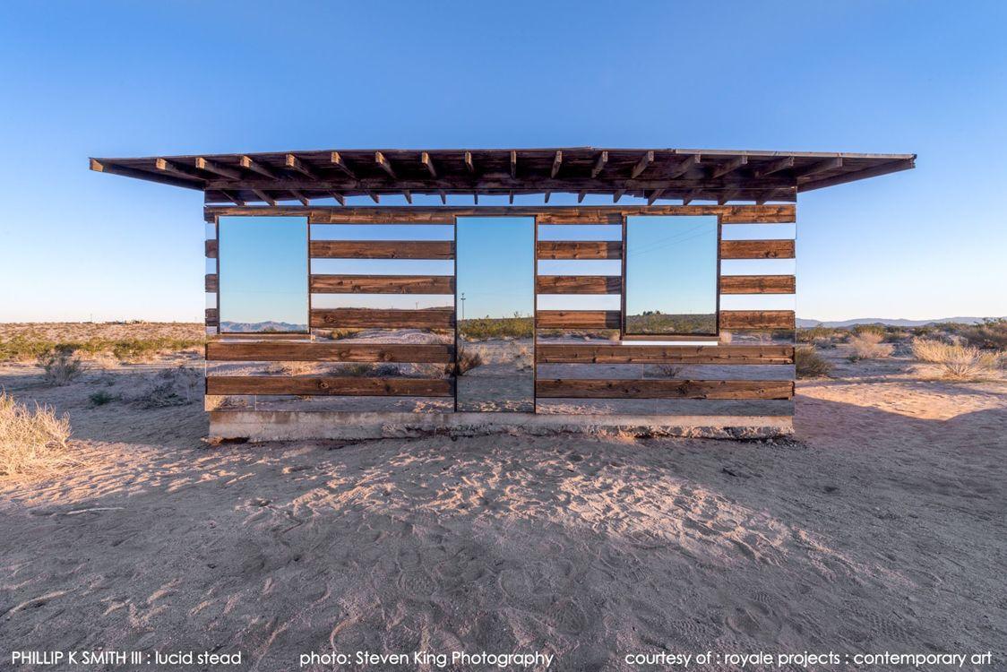 La casa trasparente nel deserto dello Joshua Tree