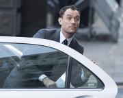 Dramma in tribunale: Jude Law scopre il tradimento dei parenti