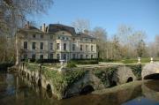 Catherine Deneuve vende il suo castello
