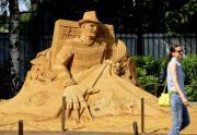 Batman e l'Uomo Ragno diventano sculture di sabbia