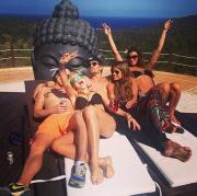 L'ex di Harry a Ibiza: come dimentico il Principe azzurro