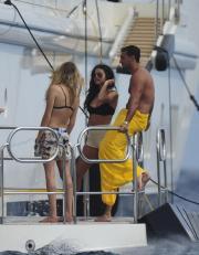 Selena Gomez a St.Tropez con Cara Delevingne: è amore?