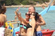 Gigi D'Alessio: tra acquisti e selfie
