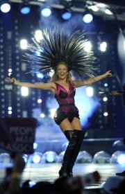 Kylie Minogue: in Scozia, più bella che mai