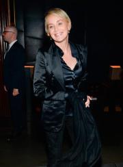 Sharon Stone ci dà un taglio