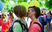 Baci sulla bocca tra amiche. Emancipazione o moda?