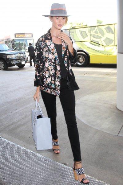 a900333c0c L'esperta spiega che quando una donna porta a mano una borsa di medie o  grandi dimensioni (quindi non una clutch) questa postura denuncia  l'inconscio ...