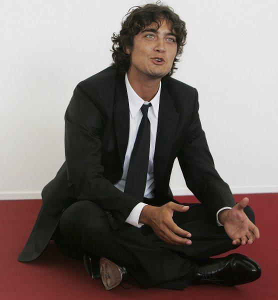 Riccardo Scamarcio compie 40 anni: come è cambiato dagli esordi a oggi