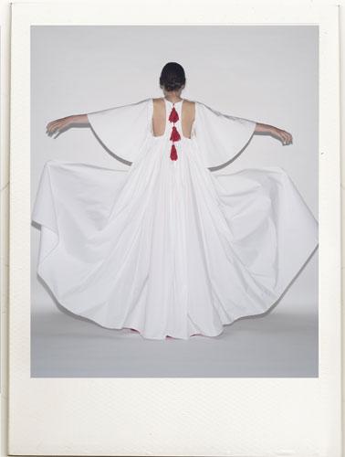Un abito di Reem al Kanhal della p/e 2016