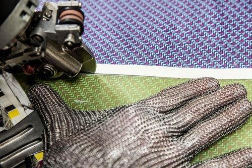 Il taglio dei pannelli di seta stampata