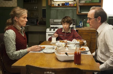 AL CINEMA.Una scena della serie tv tratta da Olive Kitteridge: da sinistra, Frances McDormand, Devin Druid e Richard Jenkins