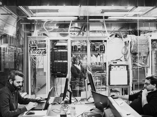 Elena Aprile al lavoro in laboratorio